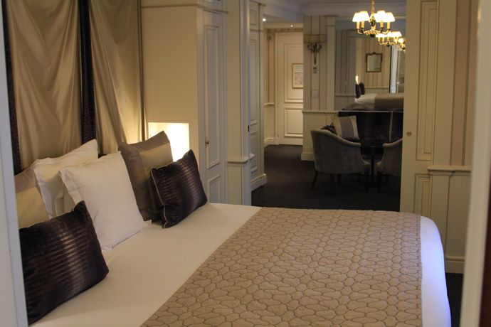 junior suite bed and lounge
